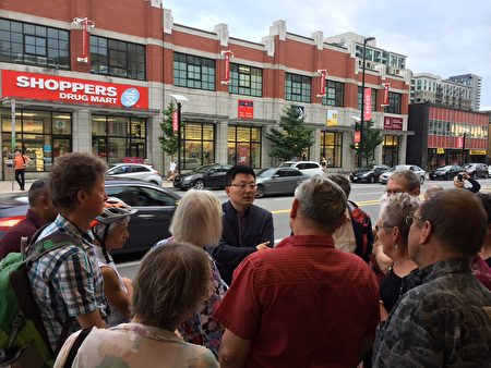 "Leon Lee, director of the award-winning documentary ""Letter from Masanjia,"" continues to respond to questions from audience members outside the theatre after the screening of his film at ByTowne Cinema in Ottawa on Sept. 3, 2018. (Jonathan Ren/NTD Television)"
