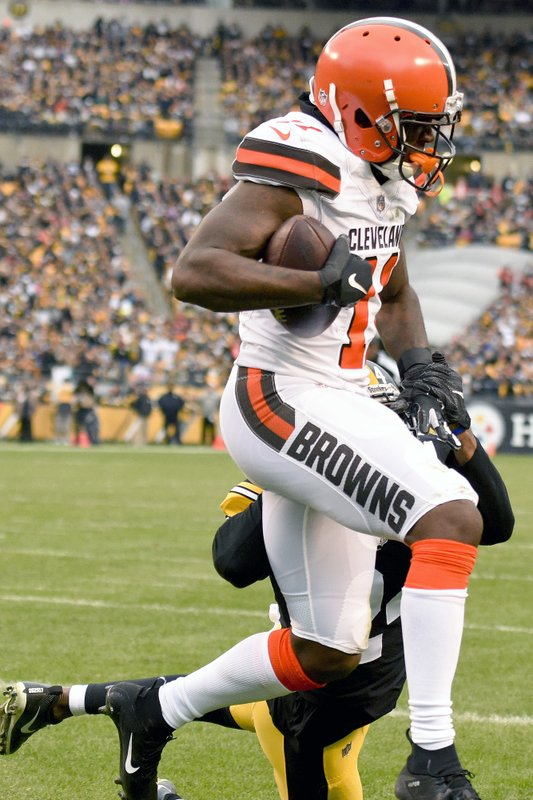 Cleveland Browns wide receiver Antonio Callaway (11) makes a touchdown catch for a touchdown past Pittsburgh Steelers cornerback Coty Sensabaugh (24) in the third quarter of an NFL football game, Sunday, Oct. 28, 2018, in Pittsburgh. (AP Photo/Don Wright)