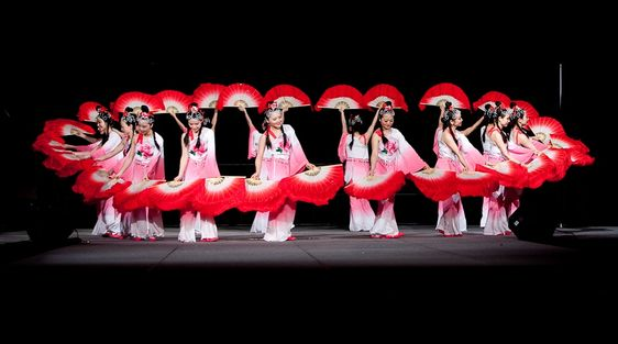 3a8f5f1e2 The charm of the Chinese Fan Dance | TheBL.com