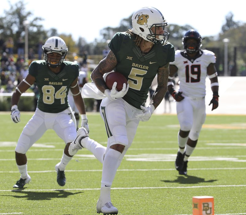 Baylor's wide receiver Denzel Mims (15) scores a touchdown against Oklahoma State in the second half of an NCAA college football game, Saturday, Nov. 3, 2018, in Waco, Texas.(Jerry Larson/Waco Tribune-Herald via AP)