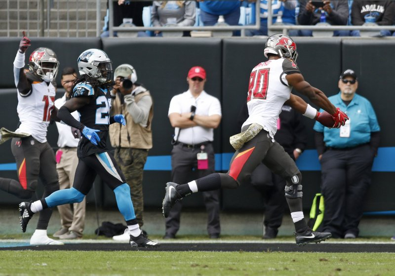 Tampa Bay Buccaneers' O.J. Howard (80) runs for a touchdown against the Carolina Panthers in the first half of an NFL football game in Charlotte, N.C., Sunday, Nov. 4, 2018. (AP Photo/Nell Redmond)