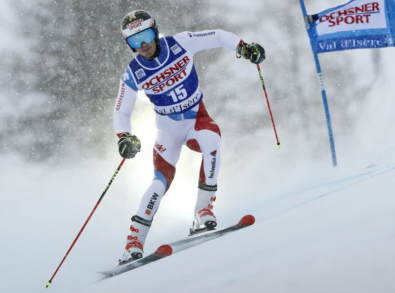 Hirscher takes big lead in 1st run of World Cup giant slalom