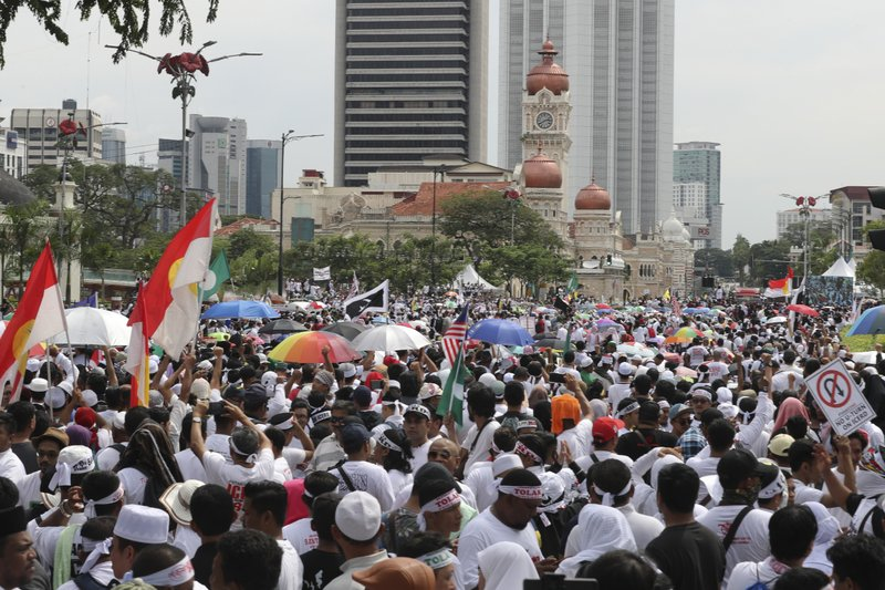 Thousands of protesters gather during a rally to celebrate the government's move to withdraw plans to ratify a U. (AP Photo/Vincent Thian)