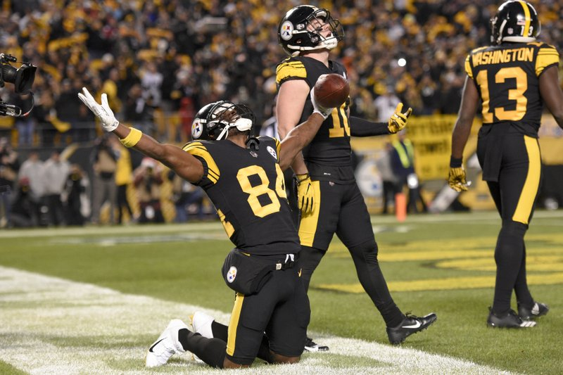 Pittsburgh Steelers wide receiver Antonio Brown (84) celebrates with Ryan Switzer (10) after catching a touchdown pass from quarterback Ben Roethlisberger during the first half of an NFL football game against the New England Patriots in Pittsburgh, Sunday, Dec. (AP Photo/Don Wright)