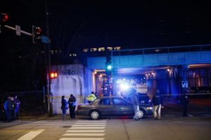 2 Chicago police officers die after being struck by train