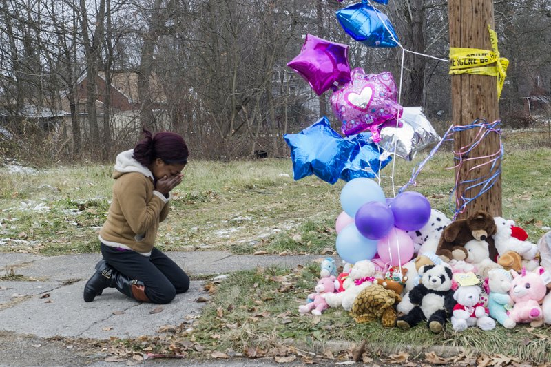 Chandriel Strong, 29, breaks down while paying respects at a deadly fire scene Monday, Dec. 10, 2018, in Youngstown, Ohio. (Lake Fong/Pittsburgh Post-Gazette via AP)