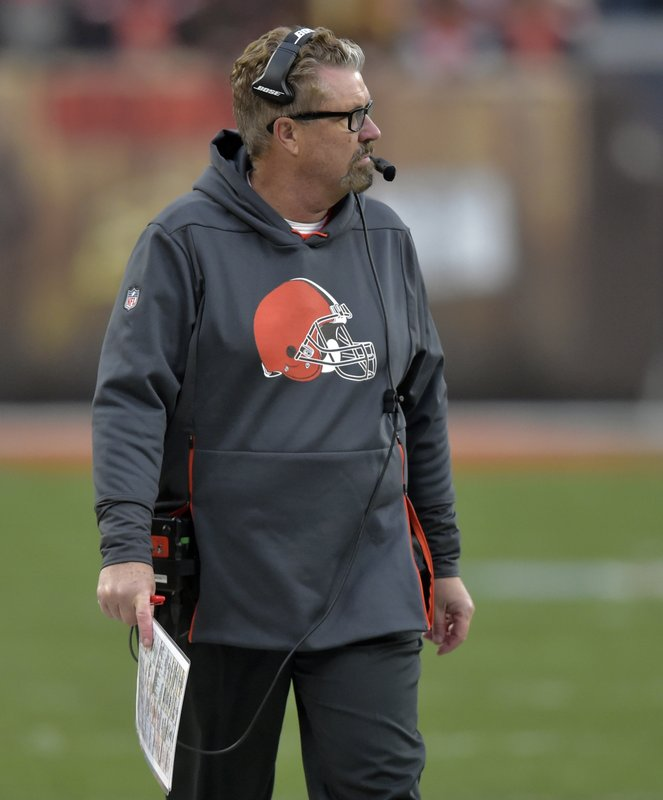 Cleveland Browns head coach Gregg Williams watches during the second half of an NFL football game against the Cincinnati Bengals, Sunday, Dec. (AP Photo/David Richard)