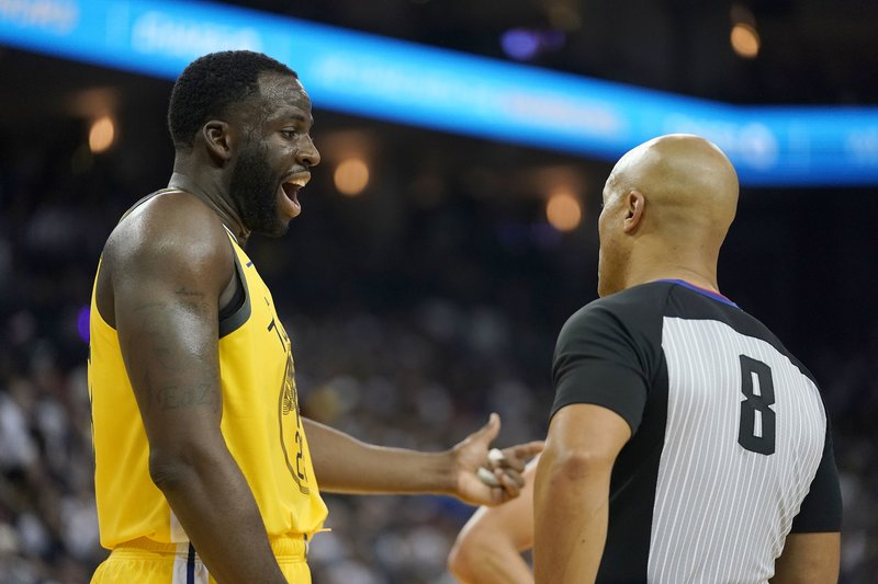 Golden State Warriors forward Draymond Green (23) argues with referee Marc Davis (8) during the first half against the Los Angeles Lakers in an NBA basketball game Tuesday, Dec. (AP Photo/Tony Avelar)