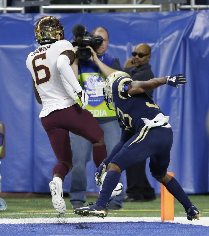 Minnesota wide receiver Tyler Johnson (6) runs out of bounds after scoring as Georgia Tech defensive back Jaytlin Askew defends during the first half of the Quick Lane Bowl NCAA college football game Wednesday, Dec. (AP Photo/Carlos Osorio)