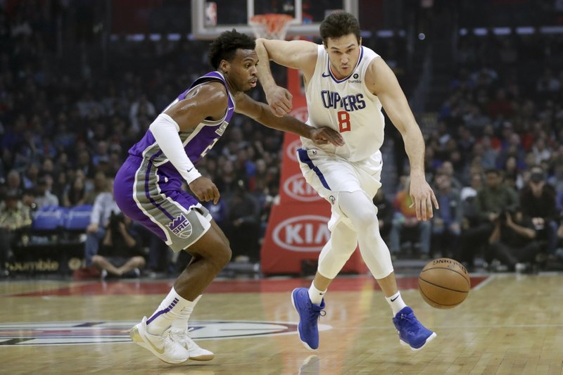 Los Angeles Clippers forward Danilo Gallinari, right, drives to the basket around Sacramento Kings guard Buddy Hield during the first half of an NBA basketball game in Los Angeles, Wednesday, Dec. (AP Photo/Chris Carlson)