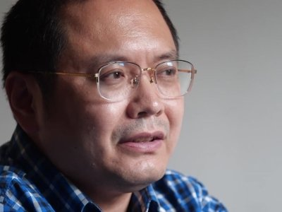 Muslim poet Cui Haoxin fears for the future of his people as China clamps down on minorities and religion. (Dec. 28)
