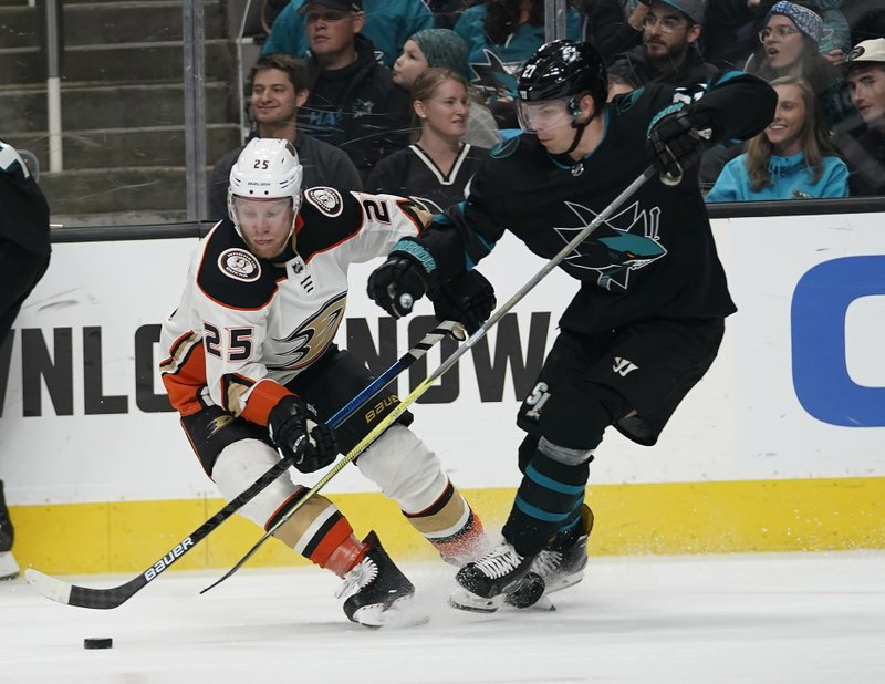 Anaheim Ducks right wing Ondrej Kase (25), of the Czech Republic, battles for the puck against San Jose Sharks right wing Joonas Donskoi (27) during the second period of an NHL hockey game in San Jose, Calif. (AP Photo/Tony Avelar)