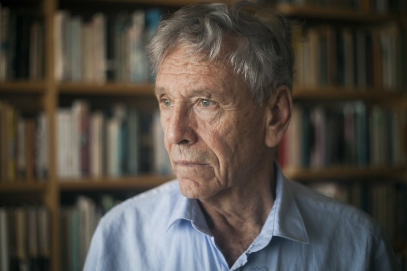 FILE - In this Nov. 4, 2015 file photo, Israeli writer Amos Oz poses for a photo at his house in Tel Aviv, Israel. (AP Photo/Dan Balilty, File)