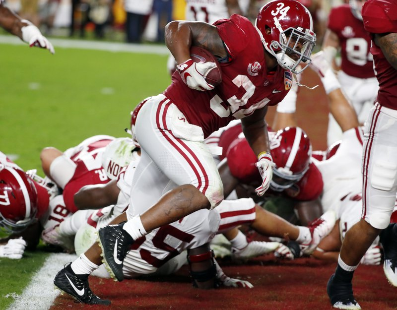 Alabama running back Damien Harris (34) scores a touchdown, during the first half of the Orange Bowl NCAA college football game against Oklahoma, Saturday, Dec. (AP Photo/Wilfredo Lee)