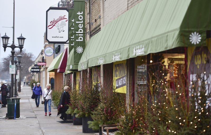 Customers come and go from the soon-to-be-closed Bibelot on Grand Avenue in St. Paul, Minn. on Wednesday, Dec. (John Autey/Pioneer Press via AP)