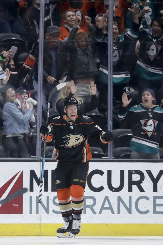 Anaheim Ducks right wing Ondrej Kase celebrates after scoring during the first period of an NHL hockey game against the Arizona Coyotes in Anaheim, Calif. (AP Photo/Chris Carlson)
