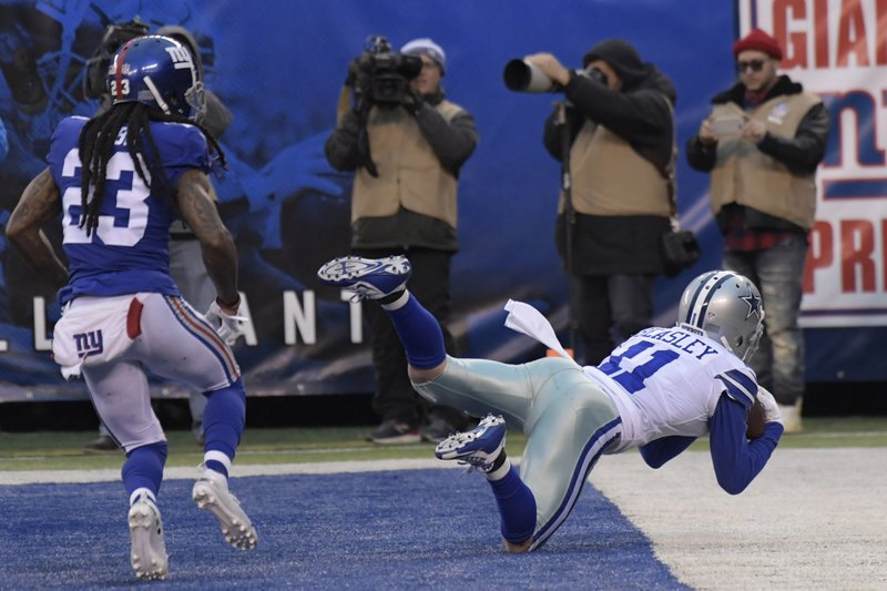 Dallas Cowboys' Cole Beasley, right, catches a touchdown during the second half of an NFL football game against the New York Giants, Sunday, Dec. (AP Photo/Bill Kostroun)