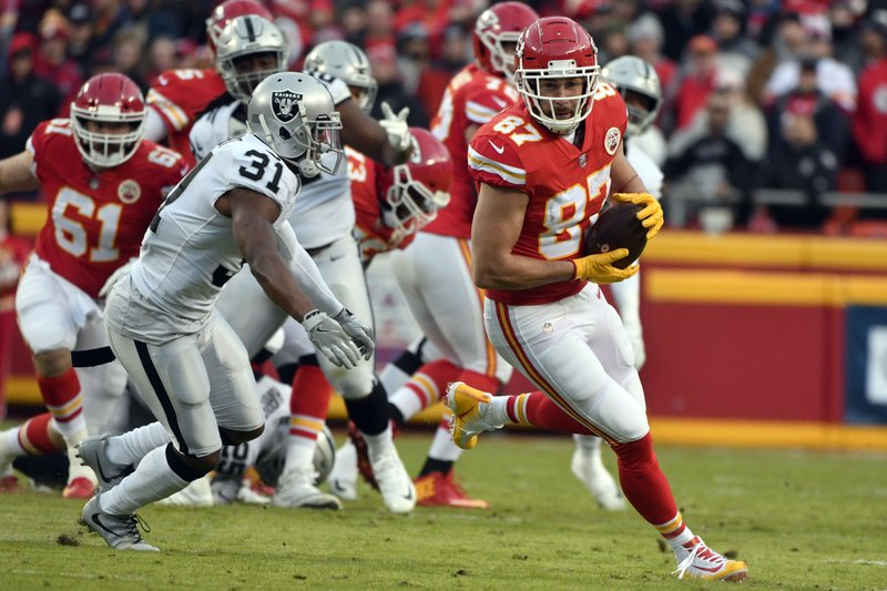 Kansas City Chiefs tight end Travis Kelce (87) makes a catch in front of Oakland Raiders safety Marcus Gilchrist (31) during the first half of an NFL football game in Kansas City, Mo. (AP Photo/Ed Zurga)