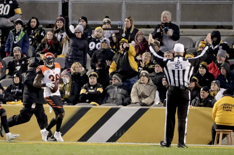 Cincinnati Bengals strong safety Shawn Williams (36) takes an interception of a pass by Pittsburgh Steelers quarterback Ben Roethlisberger (7) to the end zone for a touchdown in the second quarter of an NFL football game, Sunday, Dec. (AP Photo/Gene J. Puskar)