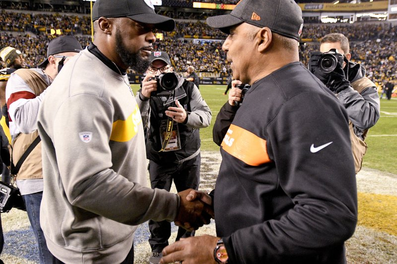 Pittsburgh Steelers head coach Mike Tomlin, left, greets Cincinnati Bengals head coach Marvin Lewis after an NFL football game, Sunday, Dec. (AP Photo/Don Wright)