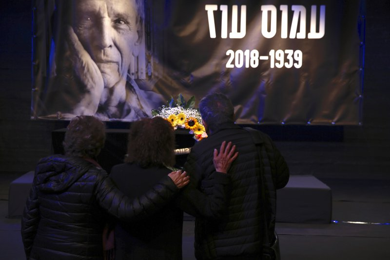 People show respect pass by the coffin of Amos Oz during his funeral service in Tel Aviv, Israel, Monday, Dec. (AP Photo/Ariel Schalit)