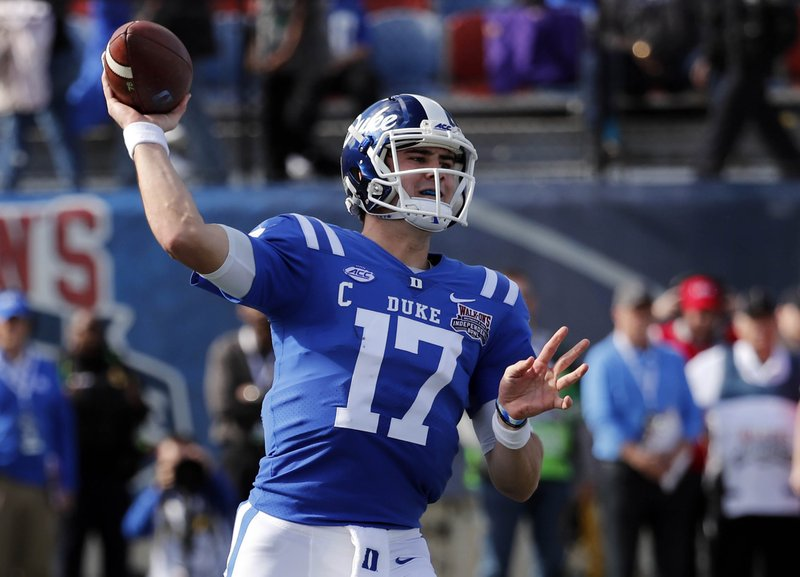 Duke quarterback Daniel Jones (17) passes against Temple during the first half of the Independence Bowl, an NCAA college football game in Shreveport, La. (AP Photo/Rogelio V. Solis)