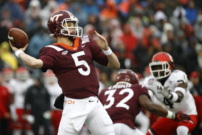 Virginia Tech quarterback Ryan Willis (5) throws a pass in the first half of the Military Bowl NCAA college football game against Cincinnati, Monday, Dec. (AP Photo/Patrick Semansky)