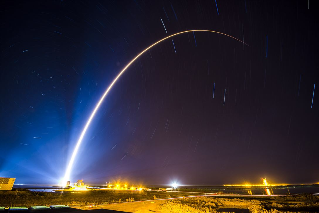 An Atlas V rocket carrying a Space Based Infrared System Geosynchronous Earth Orbit satellite for an Air Force mission lifts off from Cape Canaveral Air Force Station, Fla., Jan. 19, 2018.