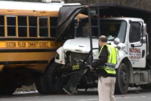 Semi collides with bus carrying student-athletes in Illinois