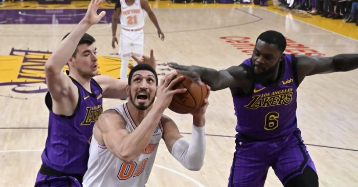 60fc3c44504 Knicks snap 8-game skid with 119-112 win over Lakers
