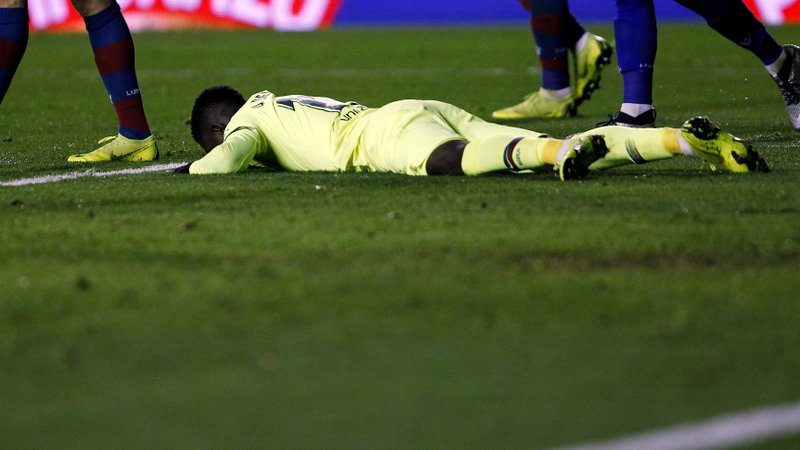 Barcelona forward Ousmane Dembele reacts after failing to score against Levante during the la Copa del Rey round of 16 first leg soccer match between Levante and Barcelona at the Ciutat de Valencia stadium in Valencia, Spain, Thursday, Jan. (AP Photo/Alberto Saiz)