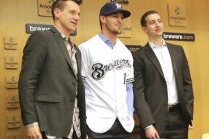 Yasmani Grandal chose Brewers for family and chance to win