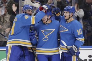 Gunnarsson lifts Blues past Senators 3-2
