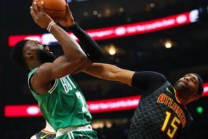 Irving has 32 as Celtics rally in 4th quarter, top Hawks