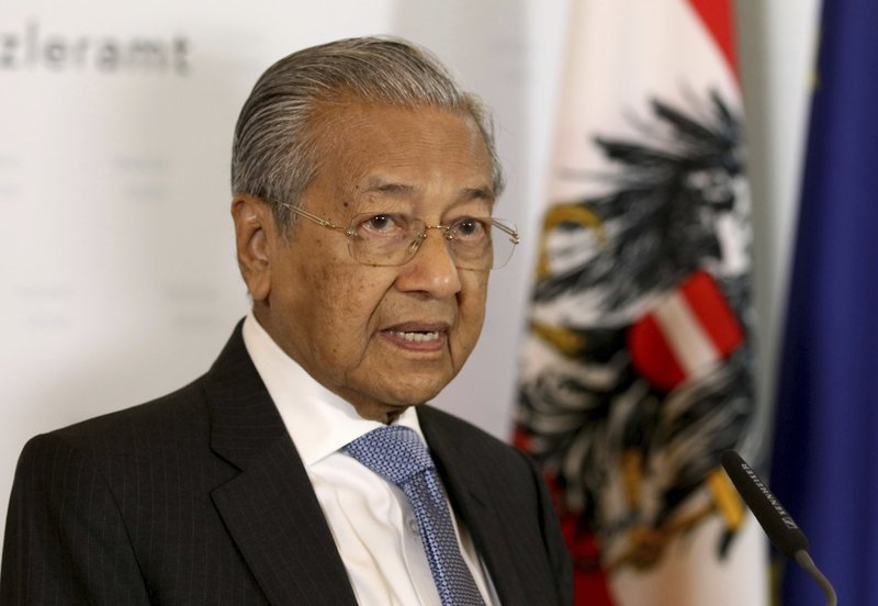 Malaysia's Prime Minister Mahathir Moham addresses the media during a joint press conference with Austria's Chancellor Sebastian Kurz at the federal chancellery in Vienna, Austria, Monday, Jan. (AP Photo/Ronald Zak)