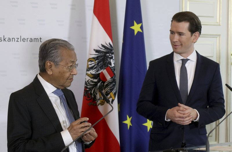 Malaysia's Prime Minister Mahathir Moham and Austria's Chancellor Sebastian Kurz, from left, address the media during a joint press conference at the federal chancellery in Vienna, Austria, Monday, Jan. (AP Photo/Ronald Zak)