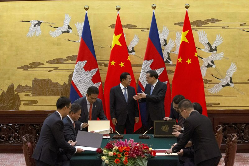 Cambodian Prime Minister Hun Sen, top left, chats with Chinese Premier Li Keqiang during a signing ceremony at the Great Hall of the People in Beijing, China, Tuesday, Jan. (AP Photo/Ng Han Guan, Pool)