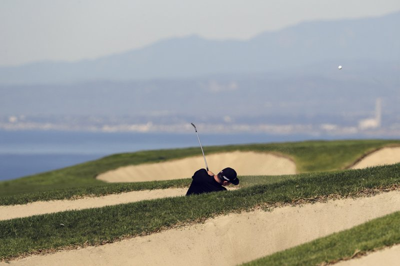 Justin Rose, of England, hits out of the bunker on the fourth hole during the second round of the Farmers Insurance Open golf tournament on the South Course at Torrey Pines Golf Course on Friday, Jan. (AP Photo/Chris Carlson)