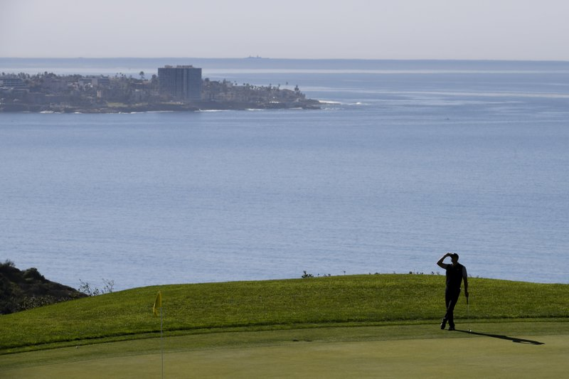 Tiger Woods waits to putt on the 14th green during the second round of the Farmers Insurance Open golf tournament on the North Course at the Torrey Pines Golf Course on Friday, Jan. (AP Photo/Denis Poroy)