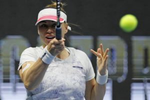 Zvonareva beats Makarova in straight sets in St. Petersburg