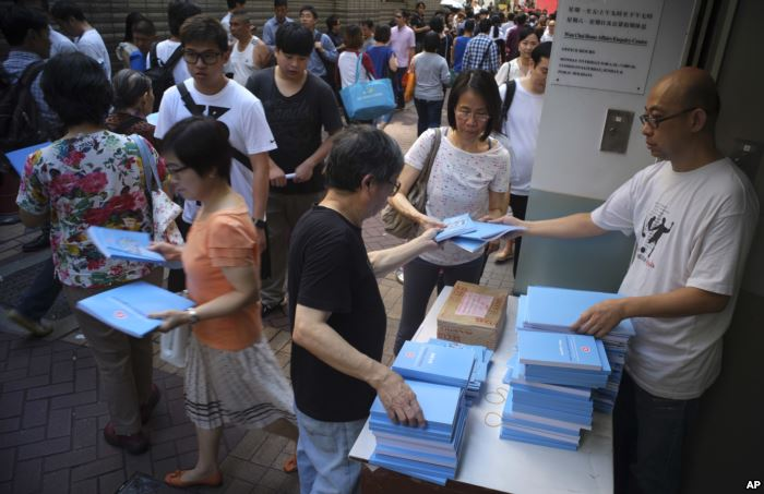 People queue up to receive the copy of the Hong Kong Chief Executive Carrie L