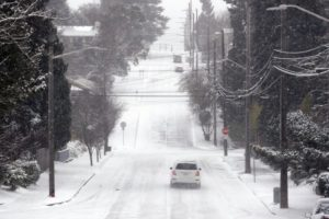 Winter storm dumps rare snow on Seattle as Midwest warms up