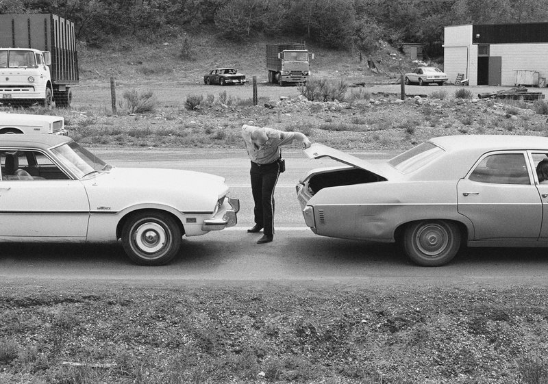 FILE - In this June 1977 file photo, police officers inspect a vehicles at a roadblock near Glenwood Springs, Colo. (Ross Dolan/Glenwood Springs Post-Independent via AP)