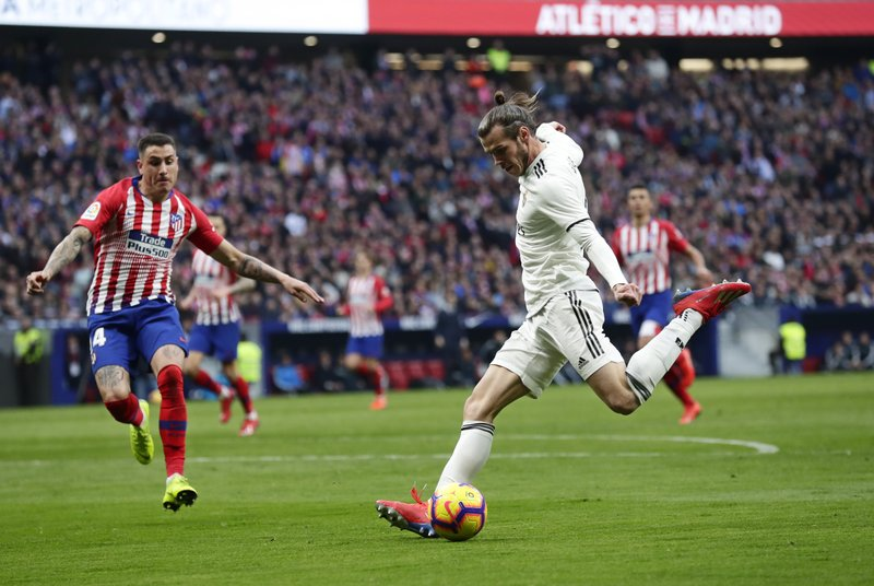 Real Madrid's Gareth Bale prepares to shoot to score his side's 3rd goal during a Spanish La Liga soccer match between Atletico Madrid and Real Madrid at the Metropolitano stadium in Madrid, Spain, Saturday, Feb. (AP Photo/Manu Fernandez)