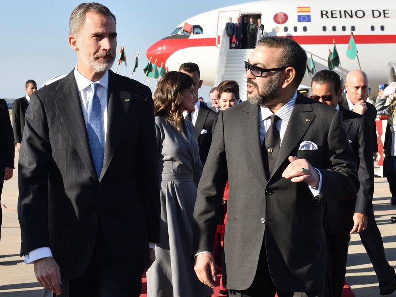 In this photo provided by the Moroccan Royal Palace via Moroccan News Agency (MAP), Moroccan King Mohammed VI, right, welcomes King Don Felipe VI of Spain on his arrival at Rabat airport, Morocco Wednesday, Feb. (Moroccan Royal Palace via AP)