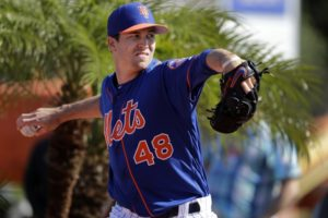 Seeking rich deal from hesitant Mets, deGrom weighs options