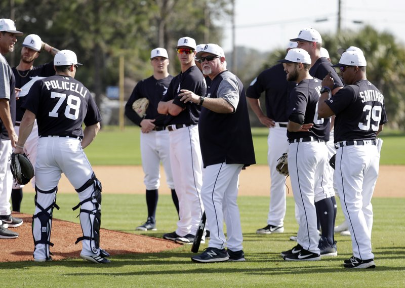 Detroit Tigers manager Ron Gardenhire, center, talks with his players at the Detroit Tigers spring training baseball facility, Friday, Feb. (AP Photo/Lynne Sladky)