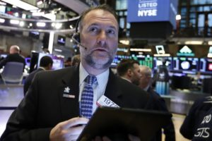 US stocks rise in early trading on mixed company earnings