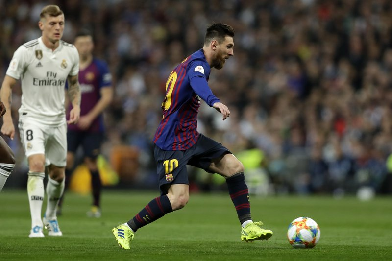 Barcelona forward Lionel Messi controls the ball during the Copa del Rey semifinal second leg soccer match between Real Madrid and FC Barcelona at the Bernabeu stadium in Madrid, Wednesday, Feb. (AP Photo/Manu Fernandez)