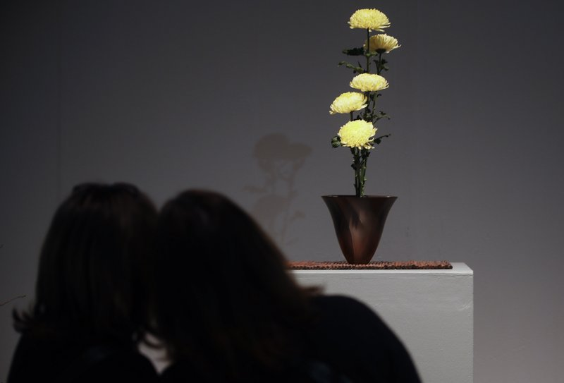 Visitors view an Ikenobo arrangement by Cora Williams during a preview of the
